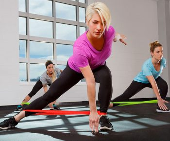 Banda elastică – beneficii și antrenamente